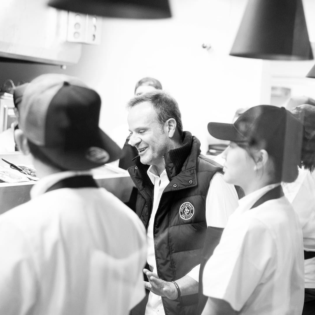 Rubinho durante visita à cozinha do Cutello (Foto: Reprodução/Instagram)