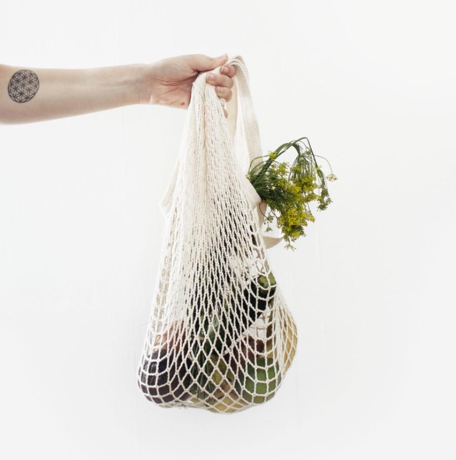 Você teria de usar uma sacola de algodão 131 vezes para maximizar sua vida útil e minimizar o impacto da sua produção (Foto: Unsplash/Sylvie Tittel)