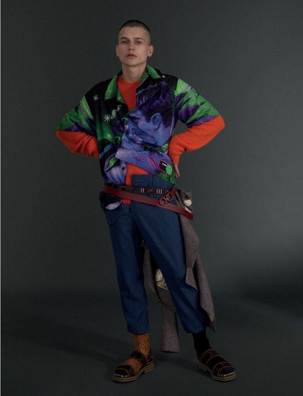 Camisa R$ 3.580, tricô R$ 3.030 e calça R$ 2.470 Prada | Blazer Gucci R$ 13.830 | Cinto Salvatore Ferragamo R$ 1.790 | Cinto de miçanga B.luxo R$ 120 | Meias acervo (Foto: Gabriela Schmidt)